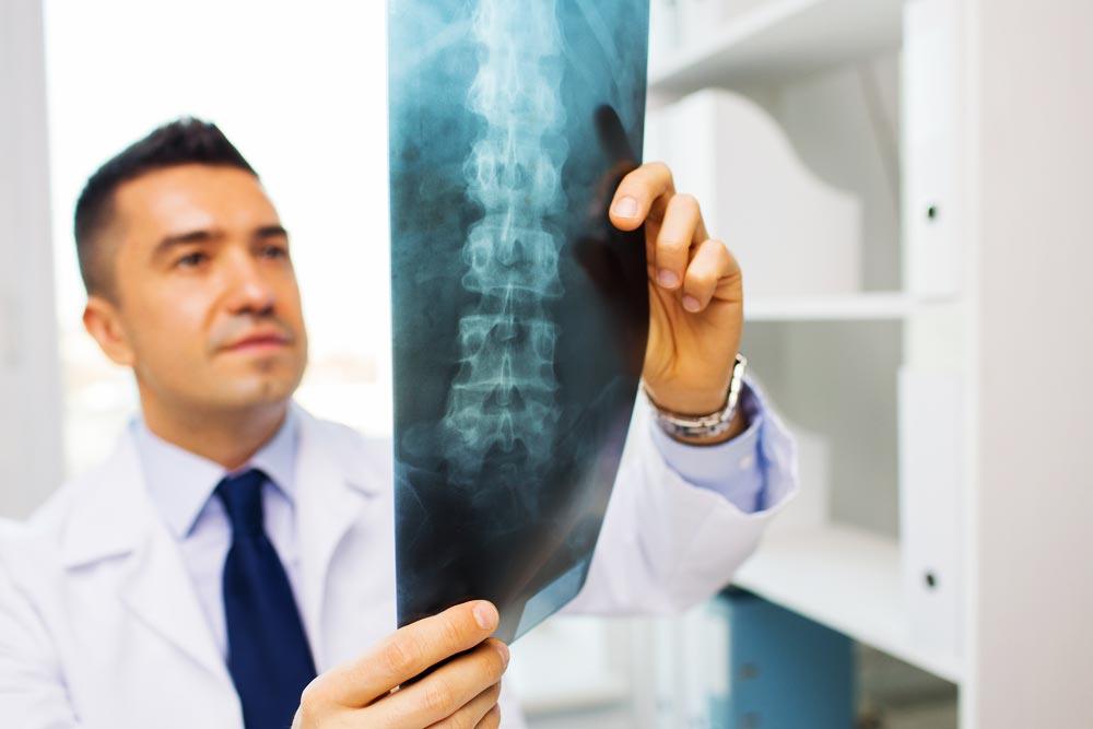 La chirurgie pour soulager son mal de dos, bonne idée ?