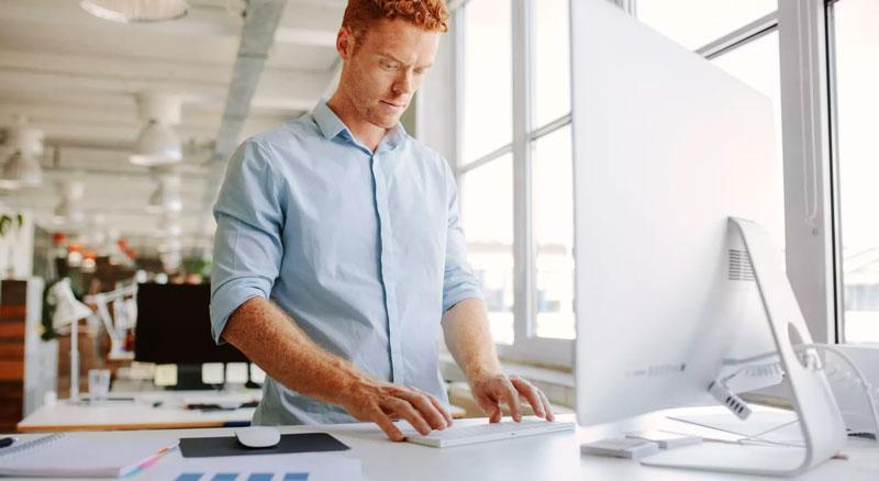 Standing Desk : quels intérêts d'un bureau debout ?